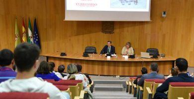 Salón de actos diputación de granada, reunión conta la despoblación en los municipios pequeños
